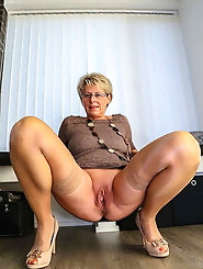 Tempting older woman loves to take the cock in mouth very much