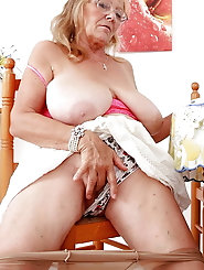 Fatty older female is masturbating herself