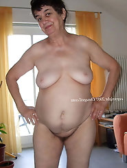 Nasty older mom is playing with her hole