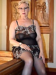 Mature gilf gets seminaked