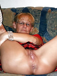 Old milf having unshaved twat